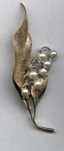 Jomaz gold leaf pin with rhinestones and faux pearls (Image1)