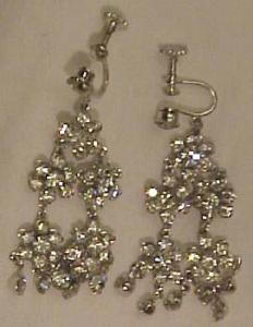 Floral design rhinestone earrings (Image1)