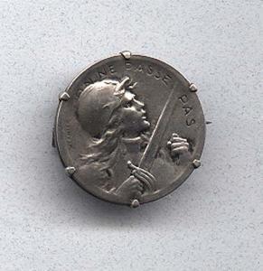 Art Nouveau coin pin (Image1)