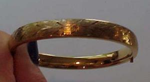 Napier bangle with engraving (Image1)