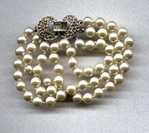 Faux pearl and rhinestone bracelet (Image1)