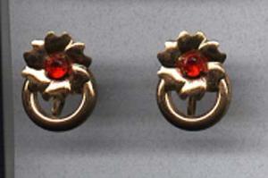 Retro style flower earrings (Image1)