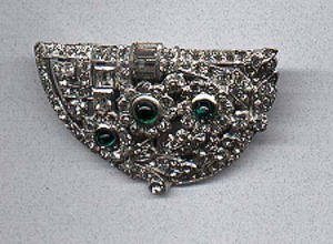 Art deco dress clip with flower design (Image1)