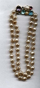 Lisner Faux pearl necklace w/rhinestones (Image1)