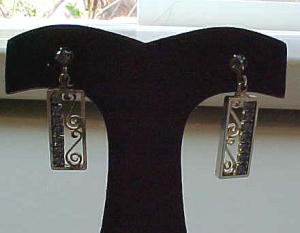 Goldtone earrings w/blue rhinestones (Image1)