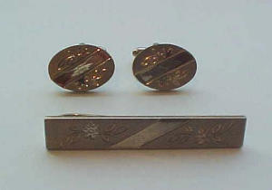 Goldtone cufflinks and tie bar (Image1)