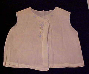 child's white blouse with flower embroidery (Image1)
