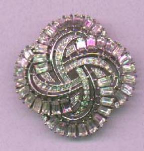 Trifari retro style rhinestone brooch (Image1)