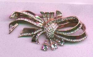 Corocraft Sterling vermeil Swirling bow pin. (Image1)