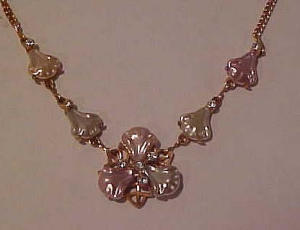 plastic flower necklace with rhinestones (Image1)