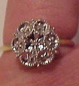 10k gold ring with diamond chips (Image1)