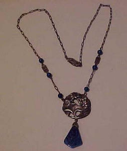 Czechoslovakian necklace w/ molded blue glass (Image1)