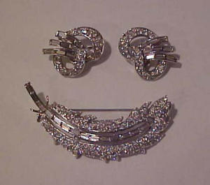 Trifari rhinestone pin & earrings (Image1)