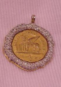 Nettie Rosenstein pendant with rhinestones (Image1)