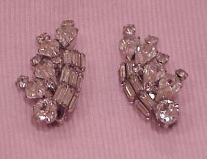 Large Weiss rhinestone earrings (Image1)