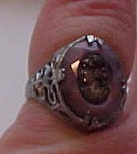 Silvertone metal ring with cameo (Image1)