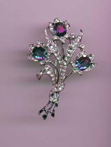 Trifari retro floral pin with enameling and clear rhinestone accents (Image1)