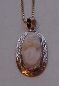 14 kt gold cameo pendant (Image1)