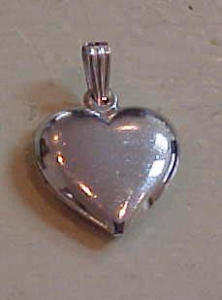 Sterling silver heart charm (Image1)
