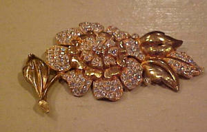 Goldtone flower pin with rhinestones (Image1)