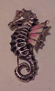 Enameled seahorse furclip (Image1)