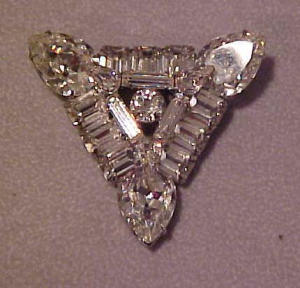 Triangular shaped rhinestone pin (Image1)