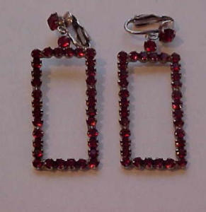Large dangling red rhinestone earrings (Image1)