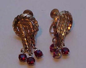 Retro gold chain & red rhinestone earrings (Image1)