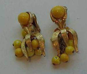 Funky dangling 1970's earrings (Image1)