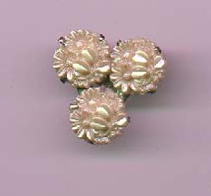 Floral celluloid dress clip (Image1)