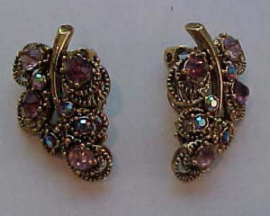 Pretty pink rhinesotne earrings leaf design (Image1)