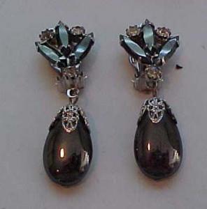 Dangling grey rhinestone earrings (Image1)