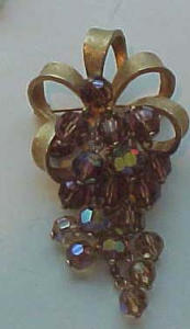 Dangling Grape pin w/AB Topaz glass beads (Image1)