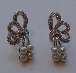 Retro style faux pearl and rhinestone earring (Image1)