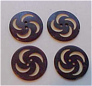 4 carved laminated wood buttons (Image1)
