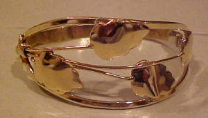 goldtone bangle with leaf design (Image1)