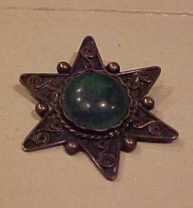 Silver pin with green stone (Image1)