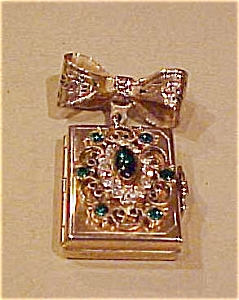 Locket pin with rhinestones (Image1)