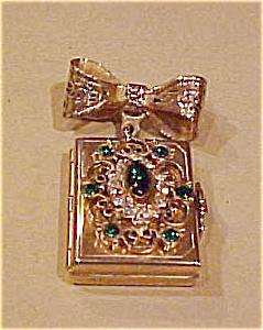 Locket pin with rhinestones (Image1)