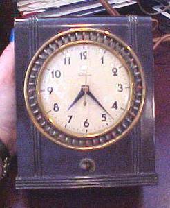 Telechron bakelite clock (Image1)