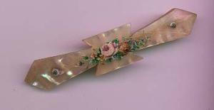 Victorian mother of pearl pin with flower design (Image1)