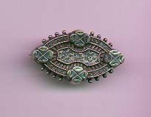 Victorian sterling silver pin with glass comp (Image1)