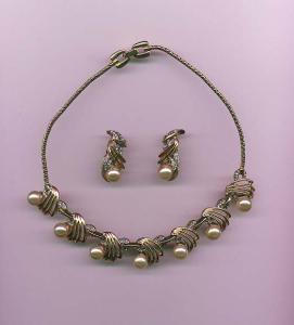 Reja goldtone necklace with faux pearls and rhinestones (Image1)