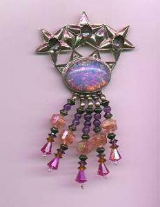 Silvertone pin with dangling crystal beads (Image1)