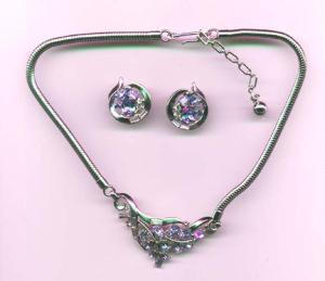 Trifari necklace and earrings with rhinestones (Image1)