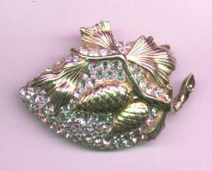 Reja pin with leaf and acorn design with rhinestones (Image1)