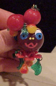 Carmen Miranda Bakelite and Celluloid pin (Image1)