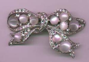 Fabulous bow pin - book piece (Image1)