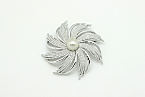 Sarah Coventry Flower Brooch (Image1)