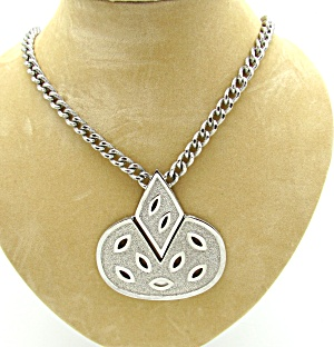 Articulated Pendant Necklace  (Image1)